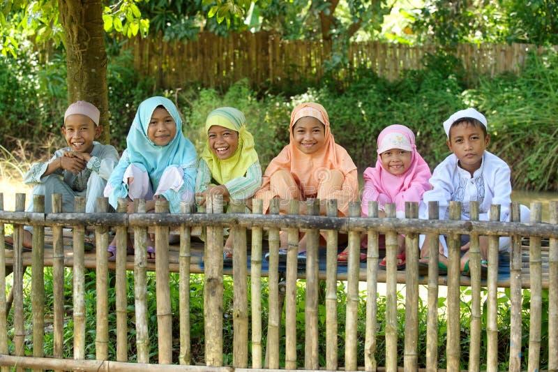 Gruppo di bambini musulmani felici fotografie stock