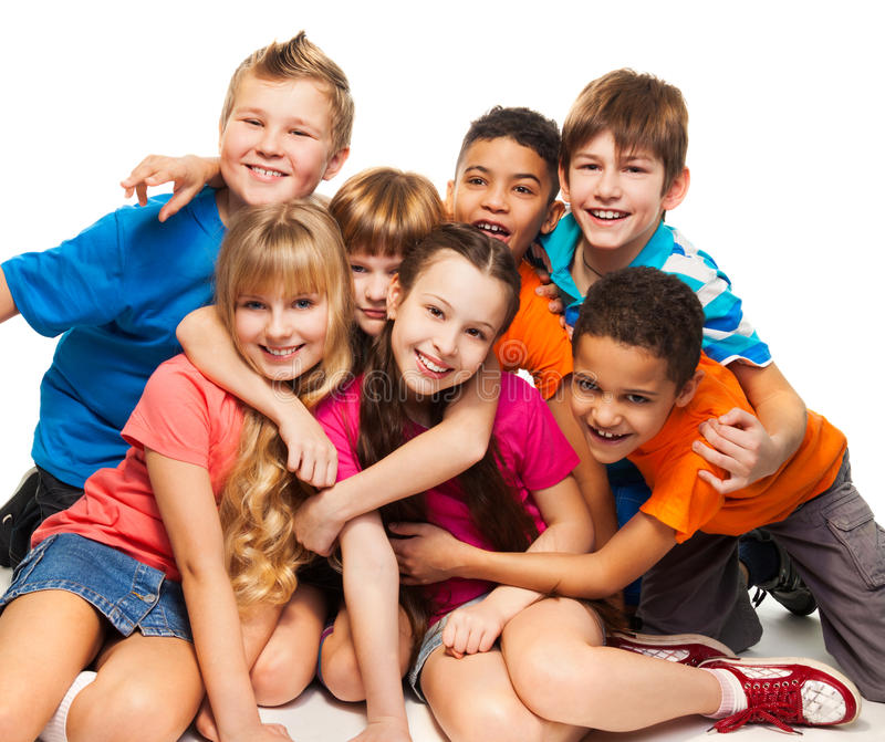 Gruppo di bambini sorridenti felici fotografie stock libere da diritti