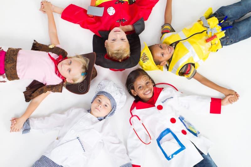 Gruppo di bambini in uniformi fotografie stock