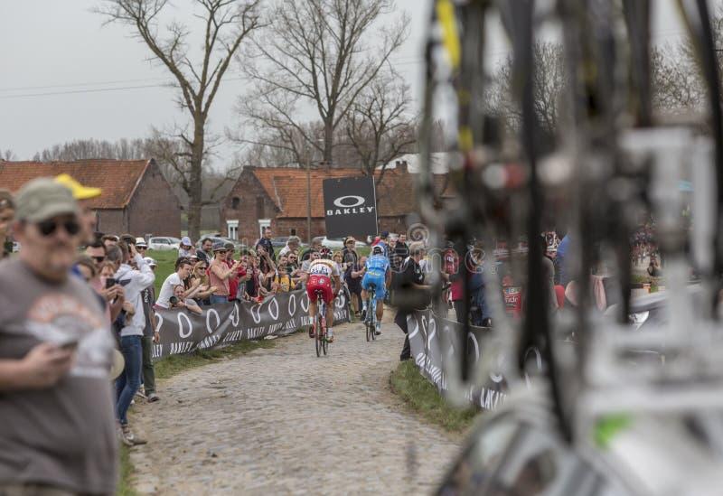 Gruppo di ciclisti - Parigi-Roubaix 2018 fotografia stock libera da diritti