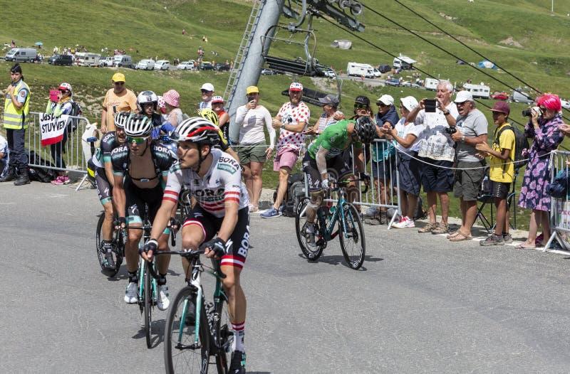Gruppo di ciclisti su Col du Tourmalet - Tour de France 2018 fotografia stock libera da diritti