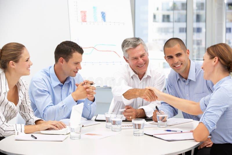 Gruppo di commercio Proffessionals nella riunione fotografia stock