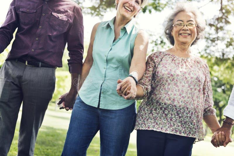 Gruppo di concetto senior di felicità degli amici di pensionamento fotografie stock