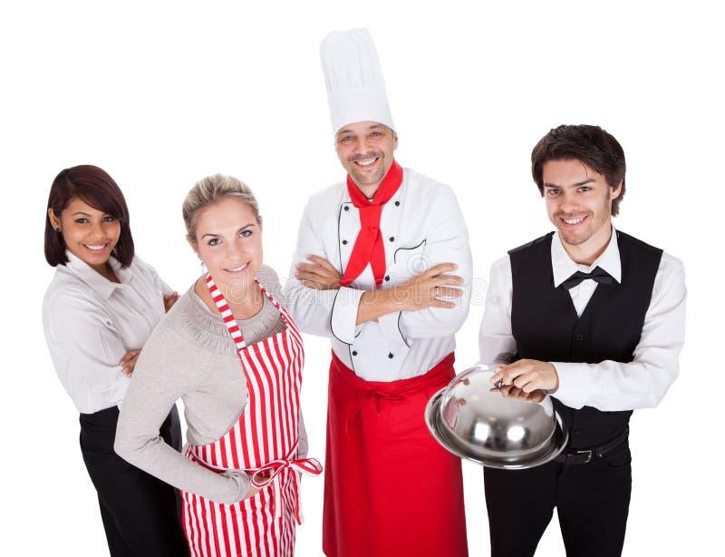 Gruppo di cuoco unico e di camerieri immagini stock libere da diritti
