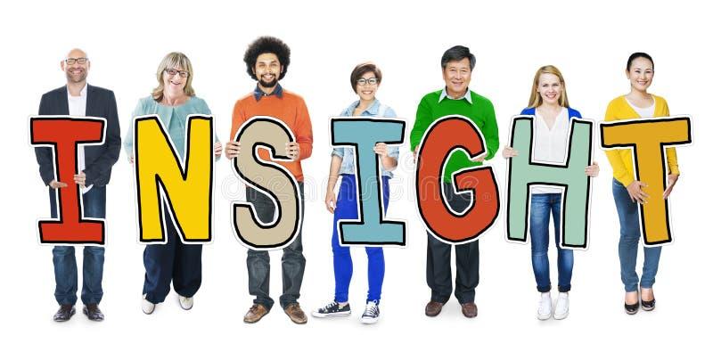 Gruppo di diversa gente che tiene comprensione di parola fotografia stock libera da diritti