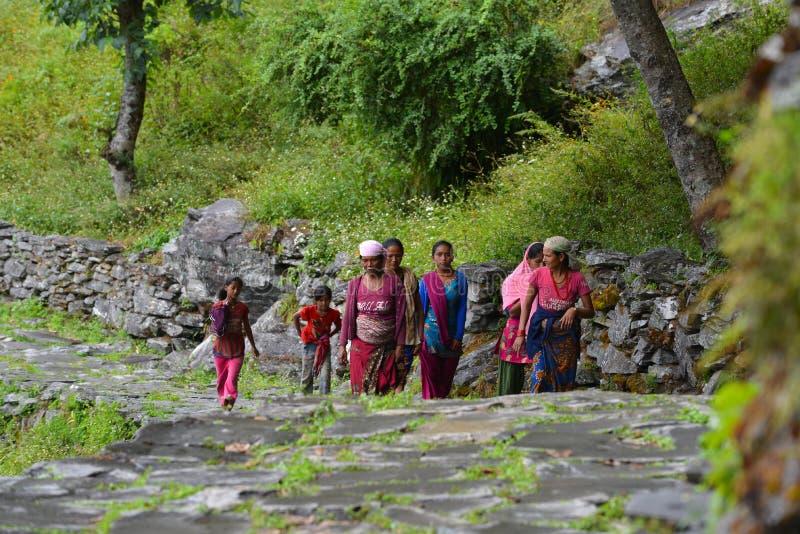 Gruppo di donne di Gurung in vestiti tradizionali. L'Himalaya, Nepal fotografia stock libera da diritti