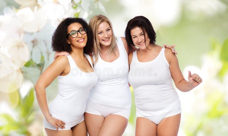 Gruppo di felice più le donne di dimensione in biancheria intima bianca fotografia stock libera da diritti