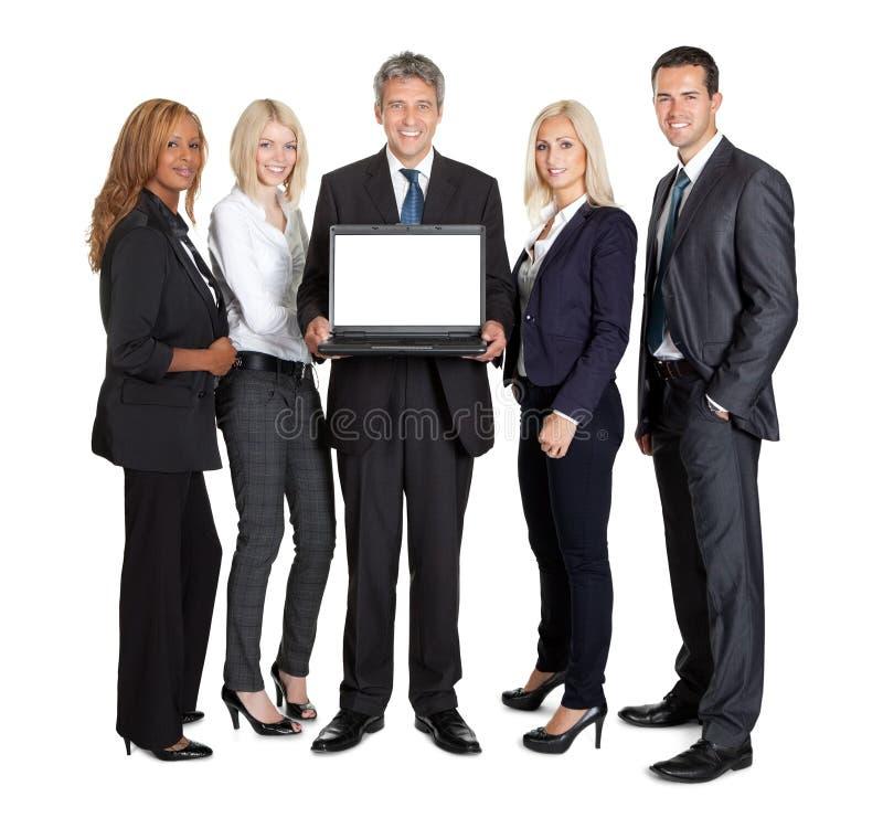 Gruppo di gente di affari che annuncia un nuovo computer portatile fotografia stock