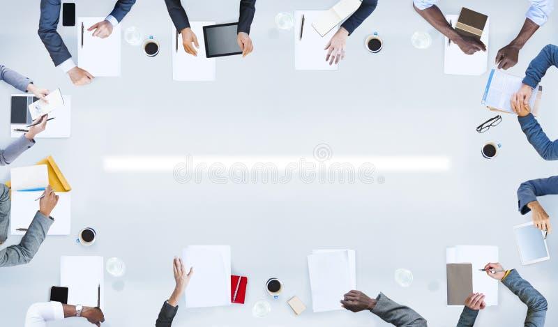Gruppo di gente di affari che ha una riunione fotografia stock libera da diritti