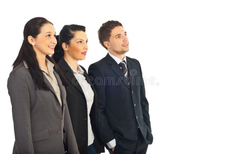 Gruppo di gente di affari che osserva al futuro fotografia stock libera da diritti