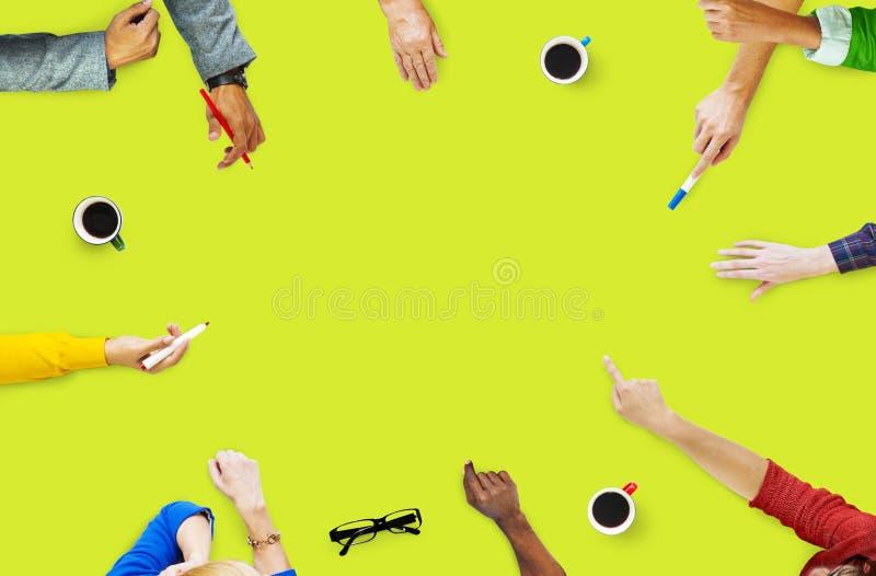 Gruppo di gente di affari di lampo di genio di discussione di concetto di progetto fotografie stock