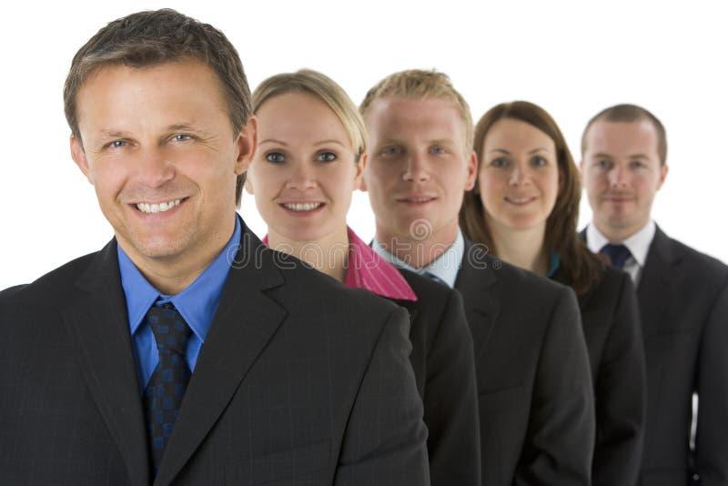 Gruppo di gente di affari in una riga sorridere fotografia stock libera da diritti