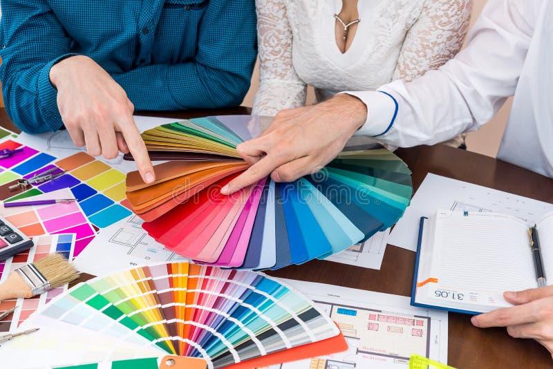Gruppo di lavoro creativo dei progettisti immagini stock libere da diritti