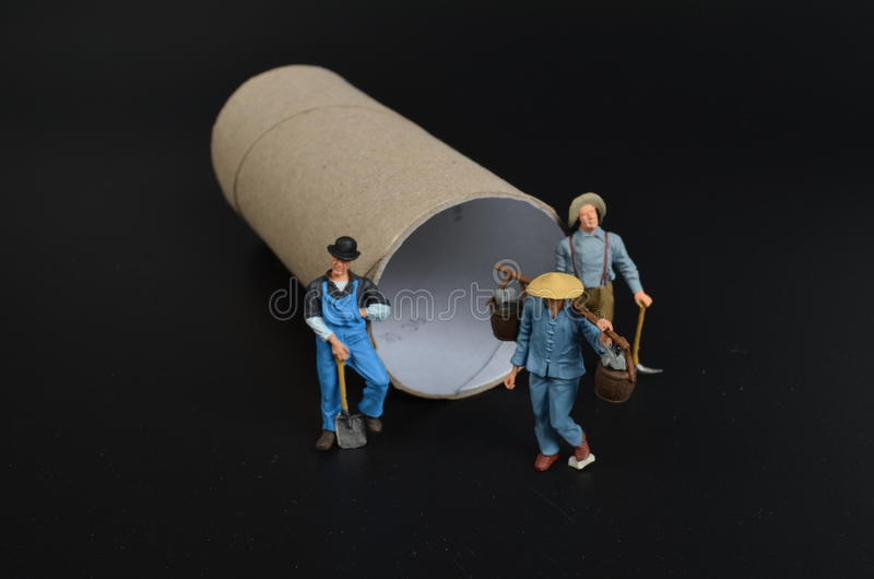 Gruppo di lavoro miniatura minuscolo degli artigiani fotografie stock libere da diritti