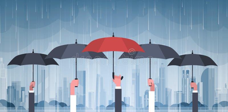 Gruppo di mani che tengono gli ombrelli sopra la tempesta nel tornado enorme di uragano del fondo della pioggia della città nel d illustrazione vettoriale