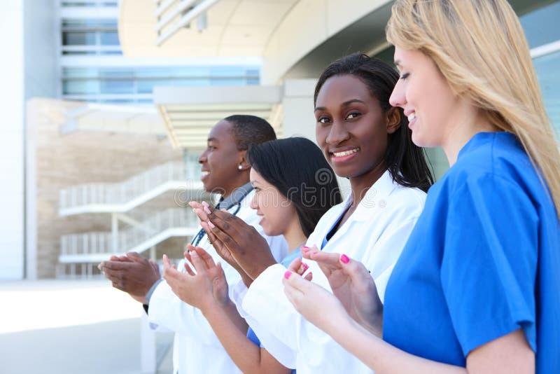 Gruppo di medici attraente vario fotografie stock