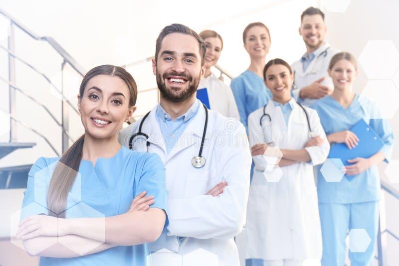 Gruppo di medici in clinica immagine stock libera da diritti