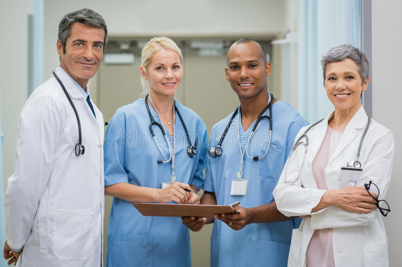 Gruppo di medici sicuri fotografia stock