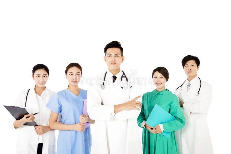 Gruppo di medici sorridente isolato su fondo bianco fotografie stock