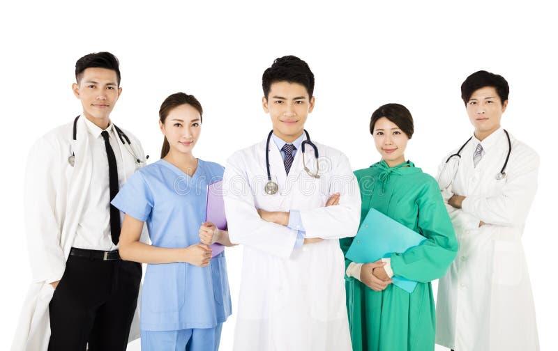 Gruppo di medici sorridente isolato su fondo bianco immagine stock