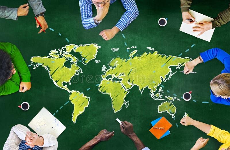Gruppo di persone il concetto delle comunicazioni globali della lavagna immagini stock