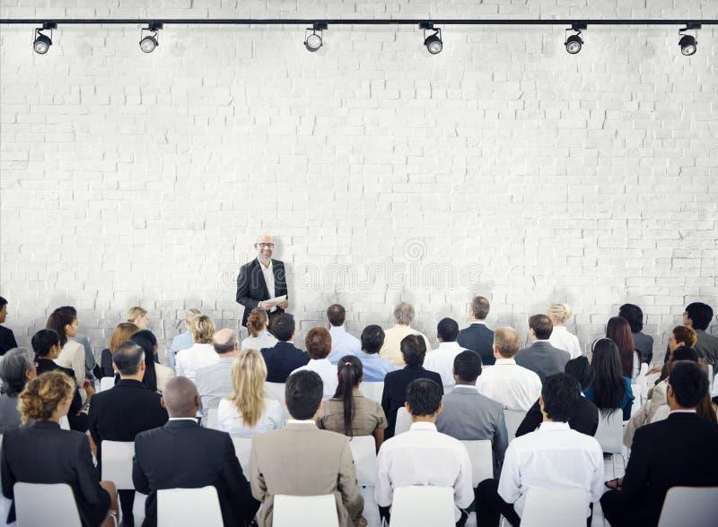 Gruppo di persone nel seminario fotografia stock