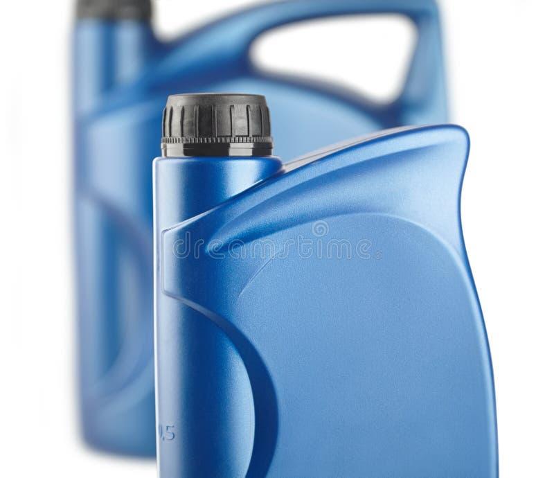 Gruppo di scatola metallica di plastica blu per i lubrificanti senza etichetta, contenitore per chimica fotografia stock libera da diritti