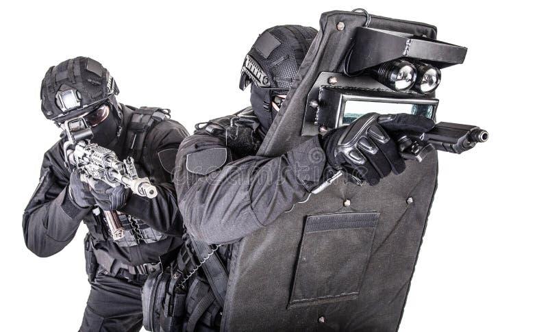 Gruppo di SCHIAFFO dietro il tiro balistico dello studio dello schermo fotografie stock