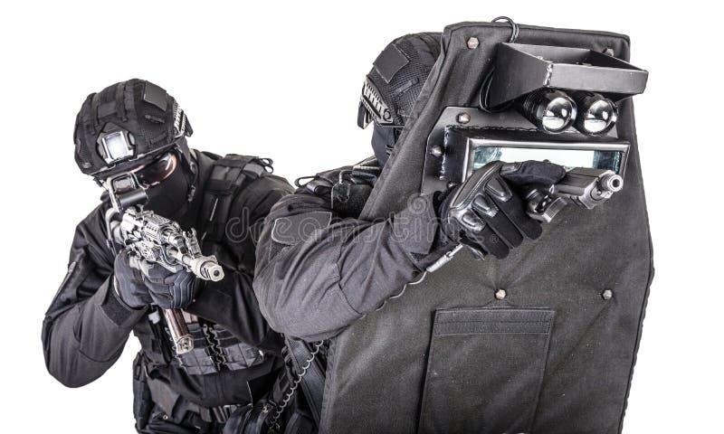 Gruppo di SCHIAFFO dietro il tiro balistico dello studio dello schermo immagine stock