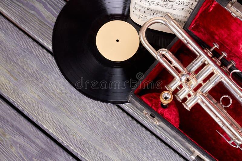 Gruppo di strumenti musicali nel retro stile fotografia stock