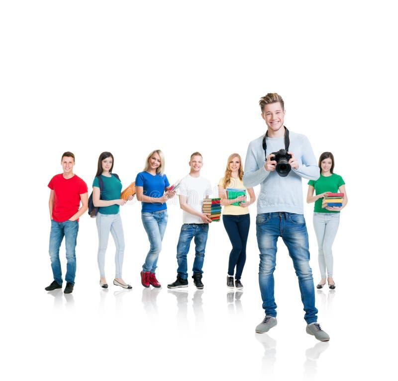 Gruppo di studenti adolescenti isolati su bianco immagine stock libera da diritti