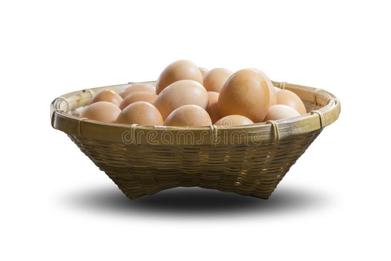 Gruppo di uova in un canestro di bambù immagini stock