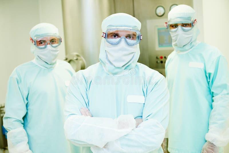 Gruppo farmaceutico dei lavoratori fotografia stock