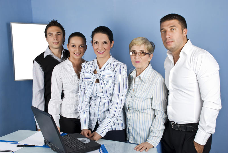 Gruppo felice di personale di ufficio fotografia stock libera da diritti