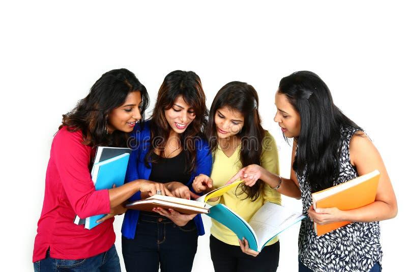 Gruppo indiano degli studenti di college fotografie stock libere da diritti