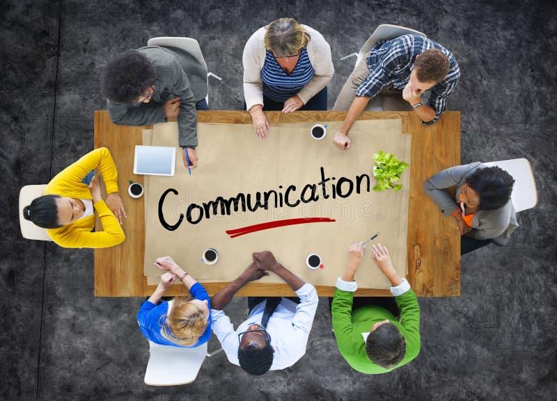 Gruppo multietnico con il concetto di comunicazione immagine stock