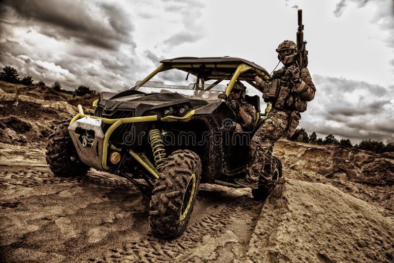 Gruppo rapido di combattimento di reazione dei commando sul carrozzino fotografia stock libera da diritti