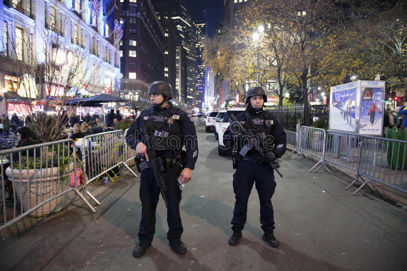 Gruppo strategico di risposta della polizia di NYPD in Herald Square NYC immagine stock