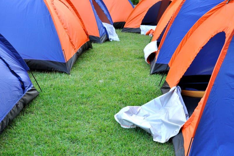 Grupptent i läger och arrangment arkivbild