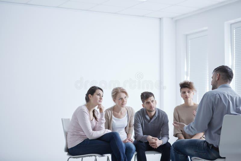 Gruppterapi för social ångest royaltyfri bild