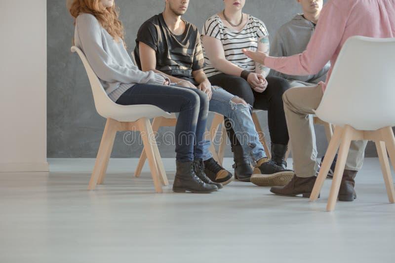 Gruppterapi för tonåringar arkivfoto
