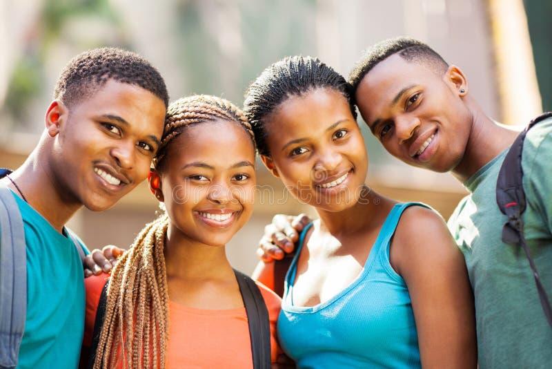 Gruppuniversitetsstudenter royaltyfri fotografi