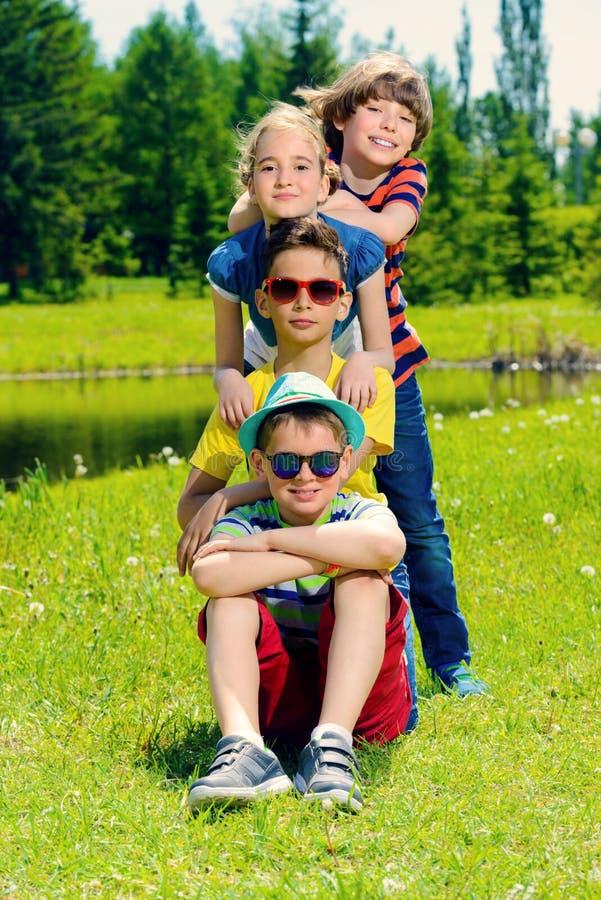 grupy dzieci szczęśliwe fotografia royalty free