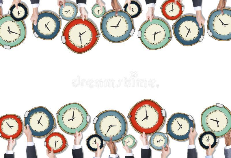 Grupy Ludzi mienia zegary royalty ilustracja
