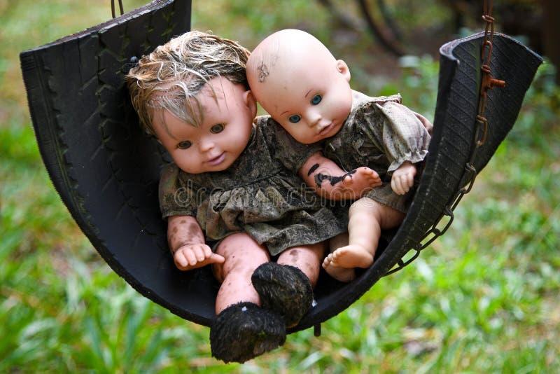 Gruselige alte Baby-Puppen lizenzfreies stockfoto