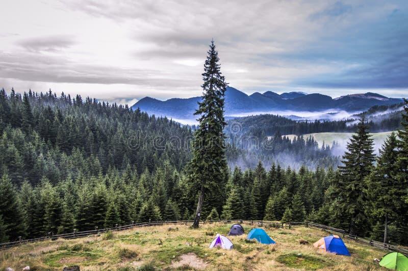 Gruselige Berge lizenzfreie stockbilder