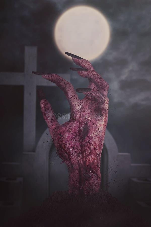 Gruselige blutige Zombiehand am Kirchhof stockbild