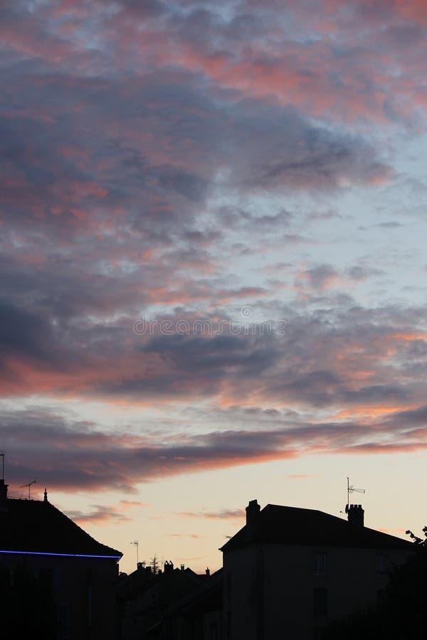 Gruselige orange Luft und Wolken lizenzfreie stockfotografie