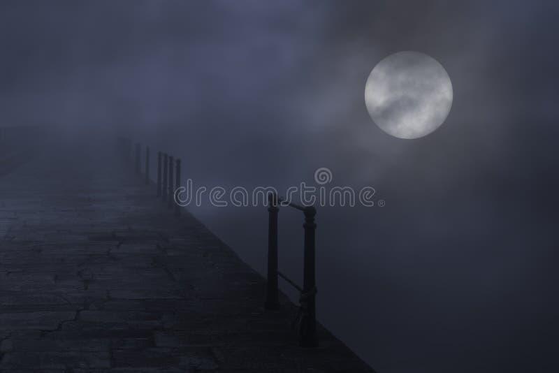 Gruselige Vollmondnacht stockfotografie