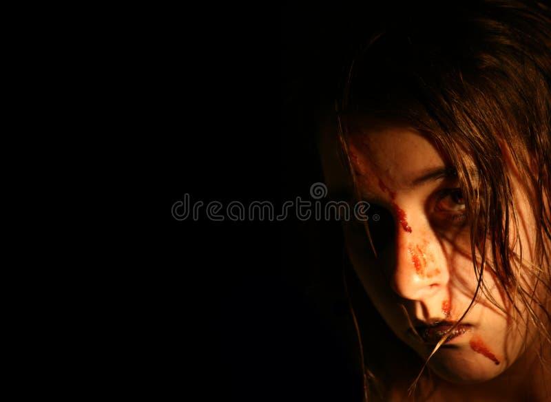 Gruseliges nasses Mädchen stockbild